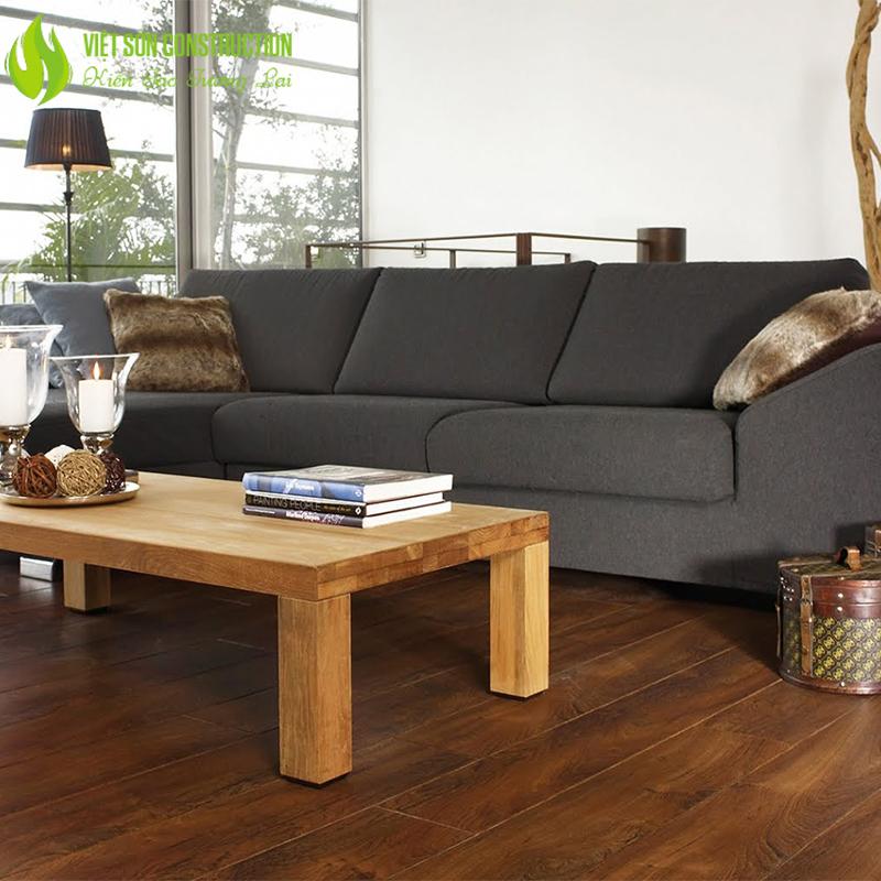 Phòng khách sàn gỗ sang trọng